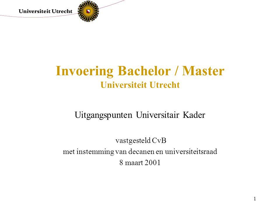 1 Invoering Bachelor / Master Universiteit Utrecht Uitgangspunten Universitair Kader vastgesteld CvB met instemming van decanen en universiteitsraad 8