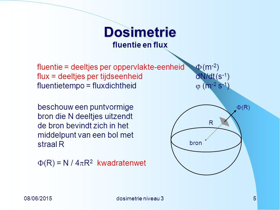 08/06/2015dosimetrie niveau 35 Dosimetrie Dosimetrie fluentie en flux beschouw een puntvormige bron die N deeltjes uitzendt de bron bevindt zich in het middelpunt van een bol met straal R  (R) = N / 4  R 2 kwadratenwet fluentie = deeltjes per oppervlakte-eenheid  (m -2 ) flux = deeltjes per tijdseenheid dN/dt(s -1 ) fluentietempo = fluxdichtheid  (m -2 s -1 ) bron R  (R)