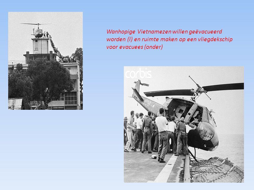 Wanhopige Vietnamezen willen geëvacueerd worden (l) en ruimte maken op een vliegdekschip voor evacuees (onder)