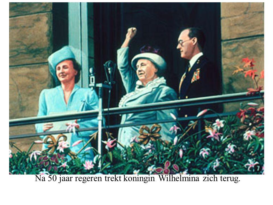 Na 50 jaar regeren trekt koningin Wilhelmina zich terug.