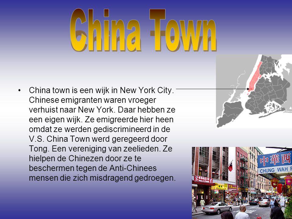 China town is een wijk in New York City. Chinese emigranten waren vroeger verhuist naar New York. Daar hebben ze een eigen wijk. Ze emigreerde hier he