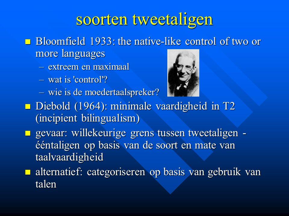 6 dimensies classificatie leeftijd ( simultaneous, sequential, late ) leeftijd ( simultaneous, sequential, late ) vaardigheid ( incipient, receptive, productive ) vaardigheid ( incipient, receptive, productive ) evenwicht tussen talen ( balanced, dominant ) evenwicht tussen talen ( balanced, dominant ) ontwikkeling ( ascendant, recessive ) ontwikkeling ( ascendant, recessive ) context verwerving en gebruik context verwerving en gebruik keuze en omstandigheden (elective - circumstancial) keuze en omstandigheden (elective - circumstancial)