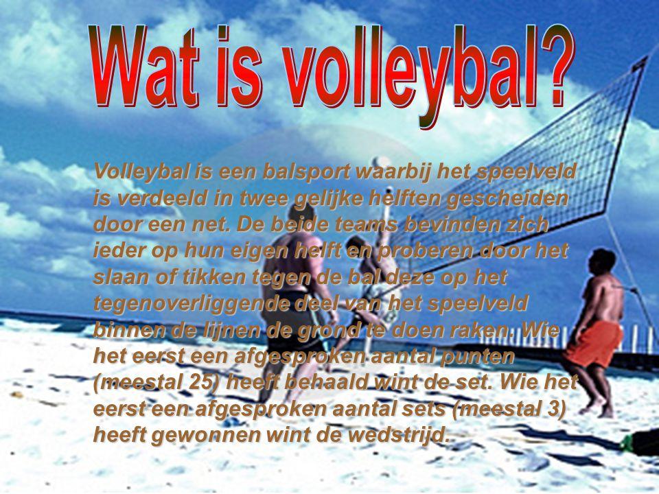 Volleybal is een balsport waarbij het speelveld is verdeeld in twee gelijke helften gescheiden door een net. De beide teams bevinden zich ieder op hun