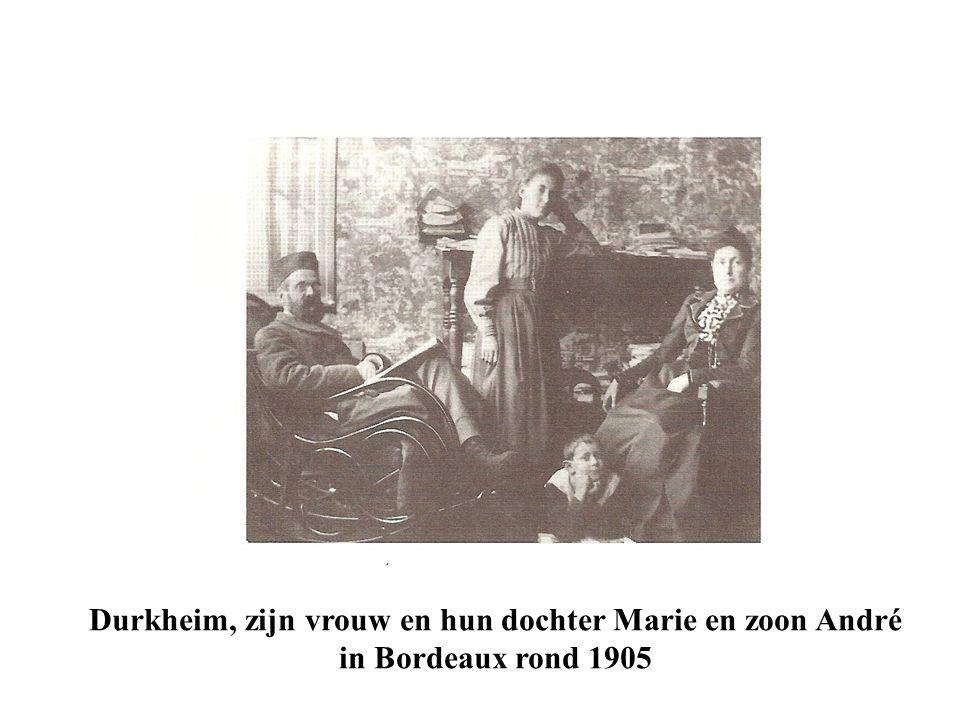 Durkheim, zijn vrouw en hun dochter Marie en zoon André in Bordeaux rond 1905