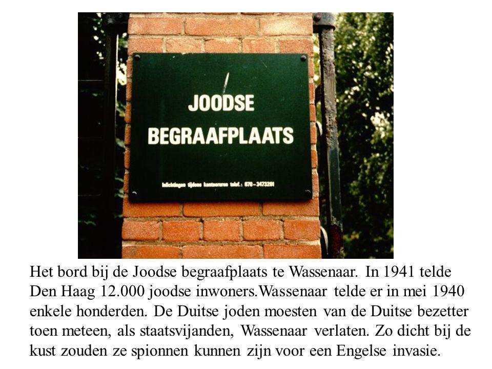 Het bord bij de Joodse begraafplaats te Wassenaar.