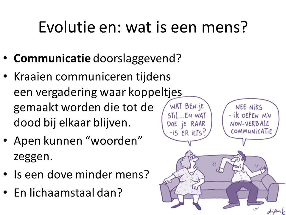 Evolutie en: wat is een mens? Communicatie doorslaggevend? Kraaien communiceren tijdens een vergadering waar koppeltjes gemaakt worden die tot de dood