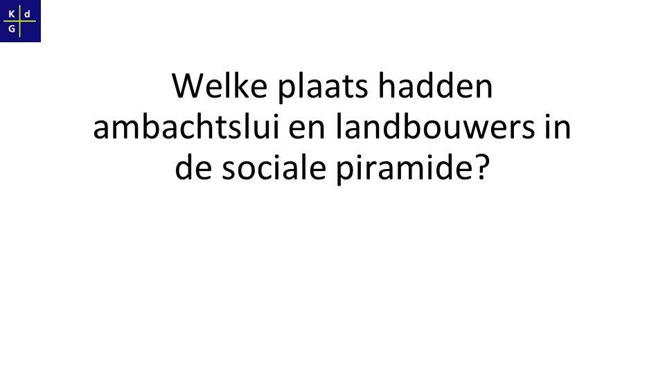 Welke plaats hadden ambachtslui en landbouwers in de sociale piramide?
