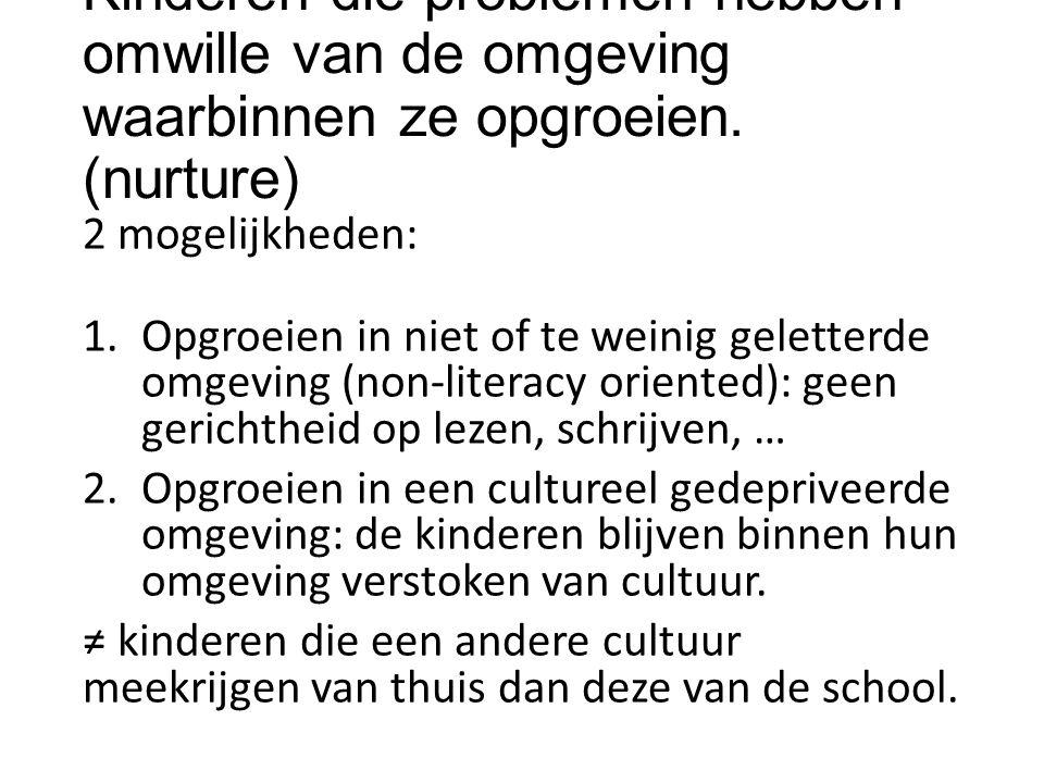 2 mogelijkheden: 1.Opgroeien in niet of te weinig geletterde omgeving (non-literacy oriented): geen gerichtheid op lezen, schrijven, … 2.Opgroeien in