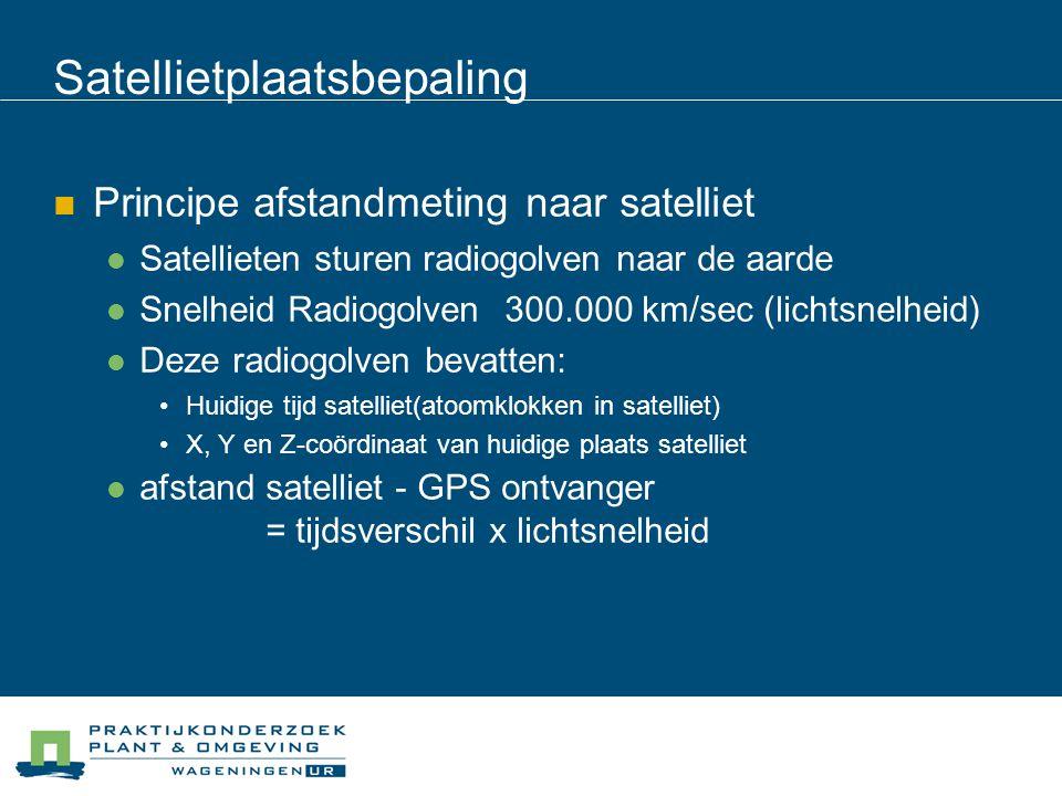Satellietplaatsbepaling Principe afstandmeting naar satelliet Satellieten sturen radiogolven naar de aarde Snelheid Radiogolven 300.000 km/sec (lichts
