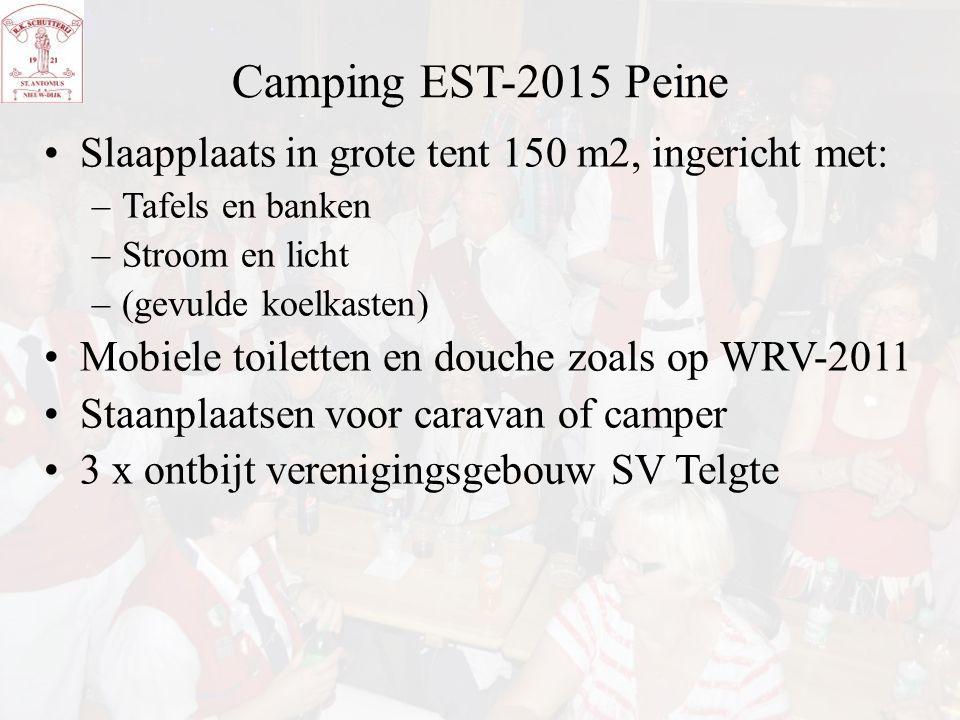 Camping EST-2015 Peine Slaapplaats in grote tent 150 m2, ingericht met: –Tafels en banken –Stroom en licht –(gevulde koelkasten) Mobiele toiletten en