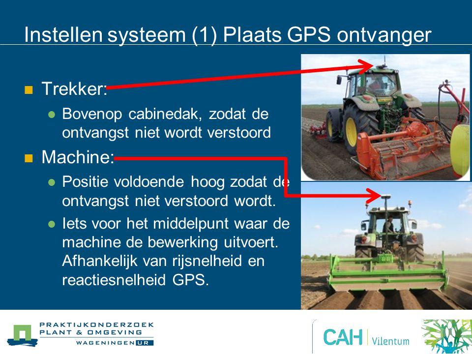 Instellen systeem (1) Plaats GPS ontvanger Trekker: Bovenop cabinedak, zodat de ontvangst niet wordt verstoord Machine: Positie voldoende hoog zodat de ontvangst niet verstoord wordt.