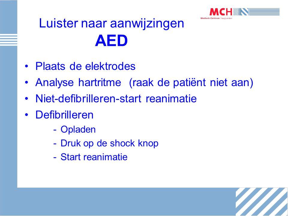 Luister naar aanwijzingen AED Plaats de elektrodes Analyse hartritme (raak de patiënt niet aan) Niet-defibrilleren-start reanimatie Defibrilleren -Opl