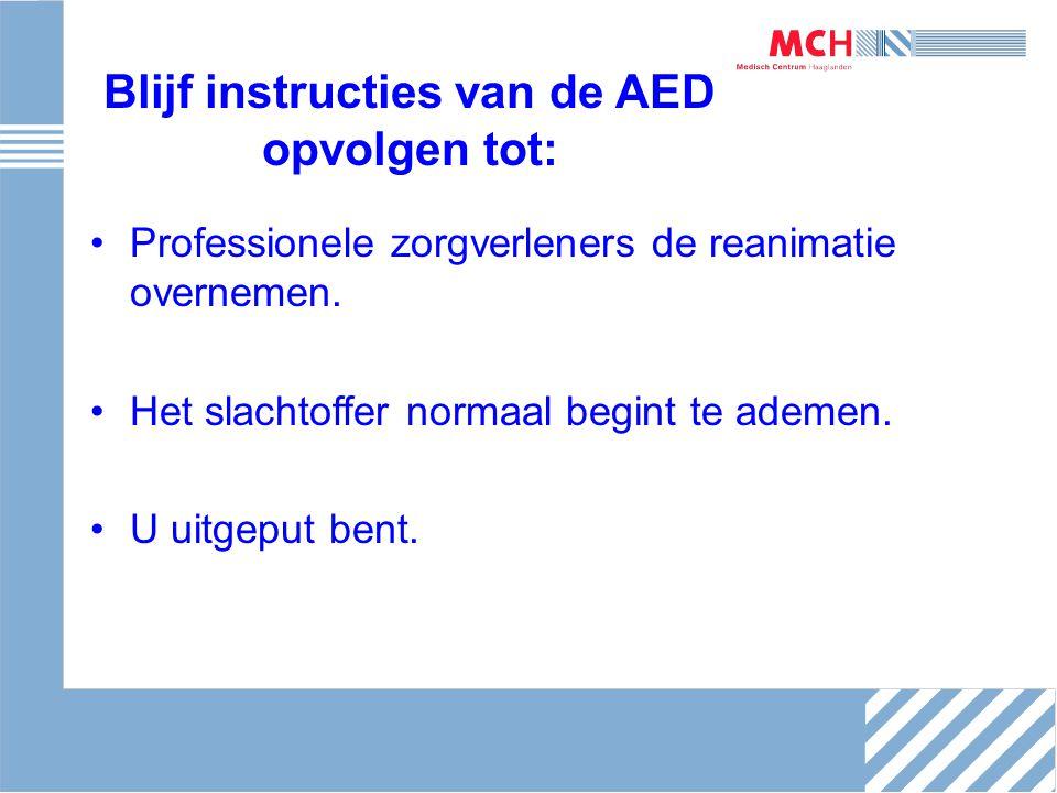Blijf instructies van de AED opvolgen tot: Professionele zorgverleners de reanimatie overnemen. Het slachtoffer normaal begint te ademen. U uitgeput b