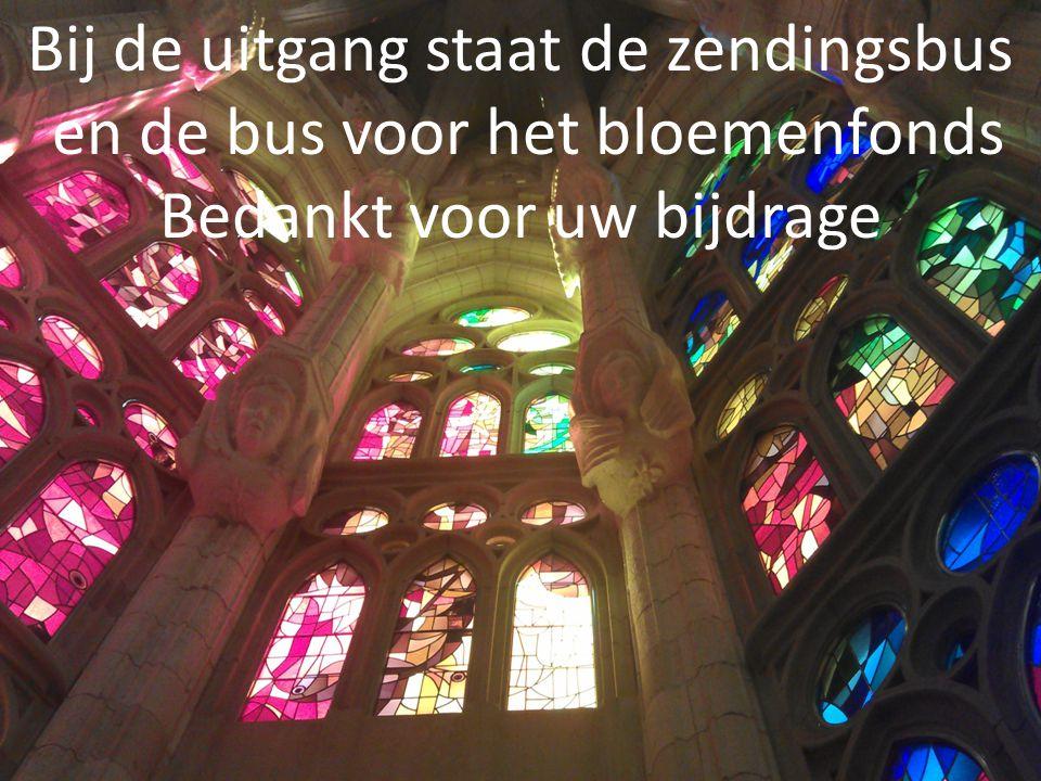 Bij de uitgang staat de zendingsbus en de bus voor het bloemenfonds Bedankt voor uw bijdrage