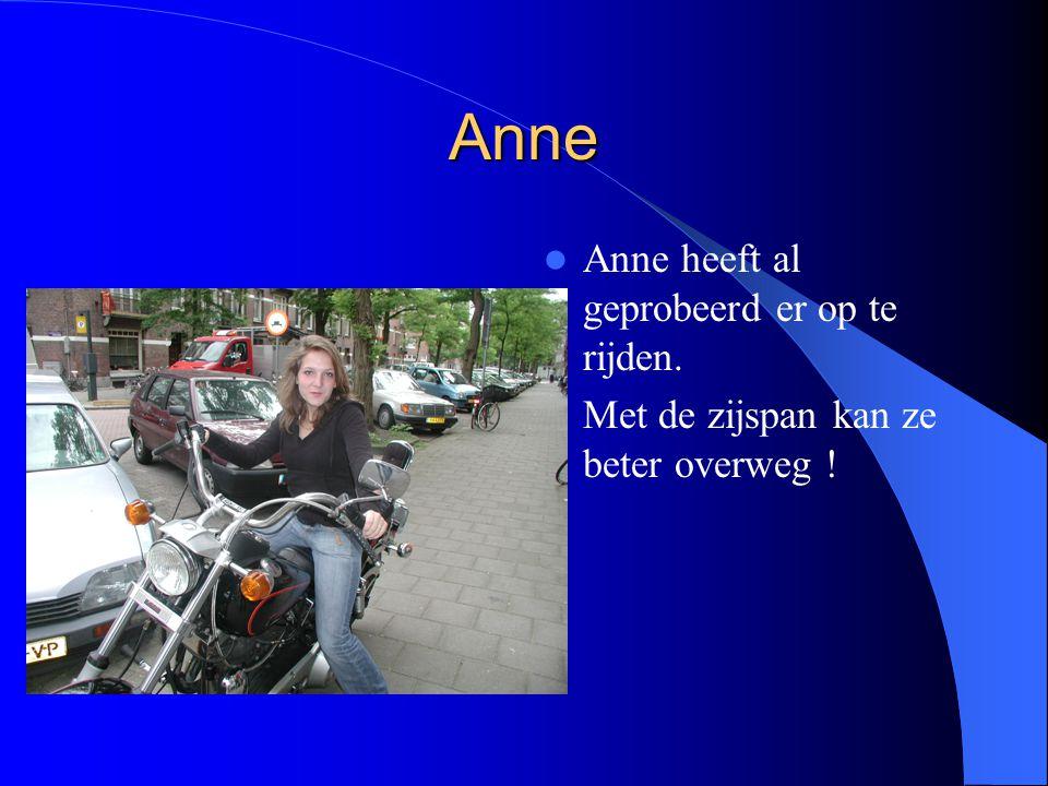 Anne Anne heeft al geprobeerd er op te rijden. Met de zijspan kan ze beter overweg !
