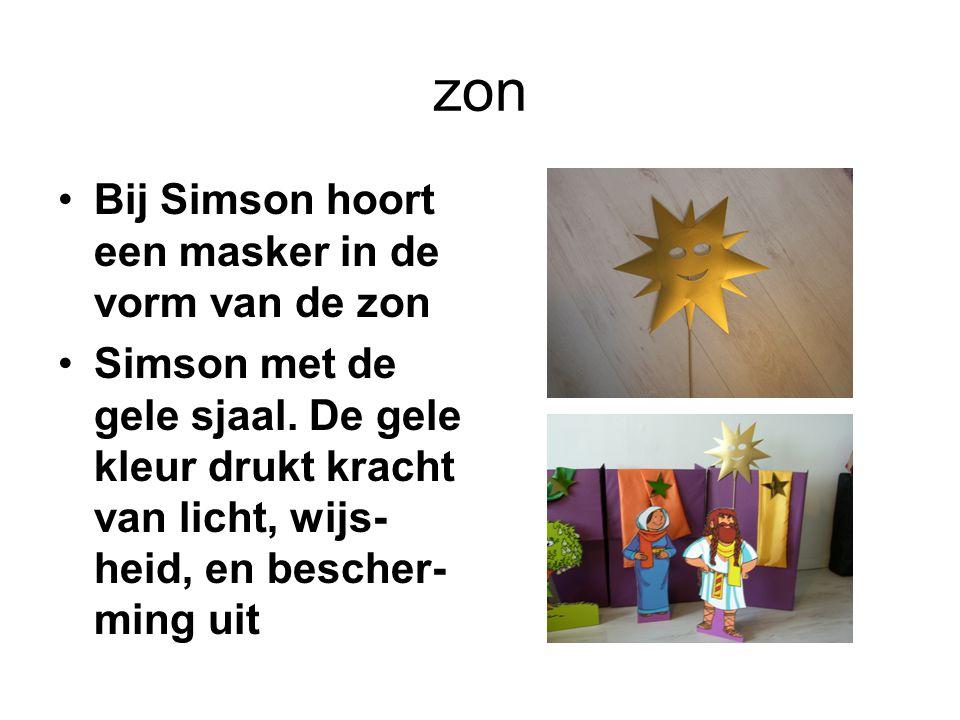 zon Bij Simson hoort een masker in de vorm van de zon Simson met de gele sjaal. De gele kleur drukt kracht van licht, wijs- heid, en bescher- ming uit