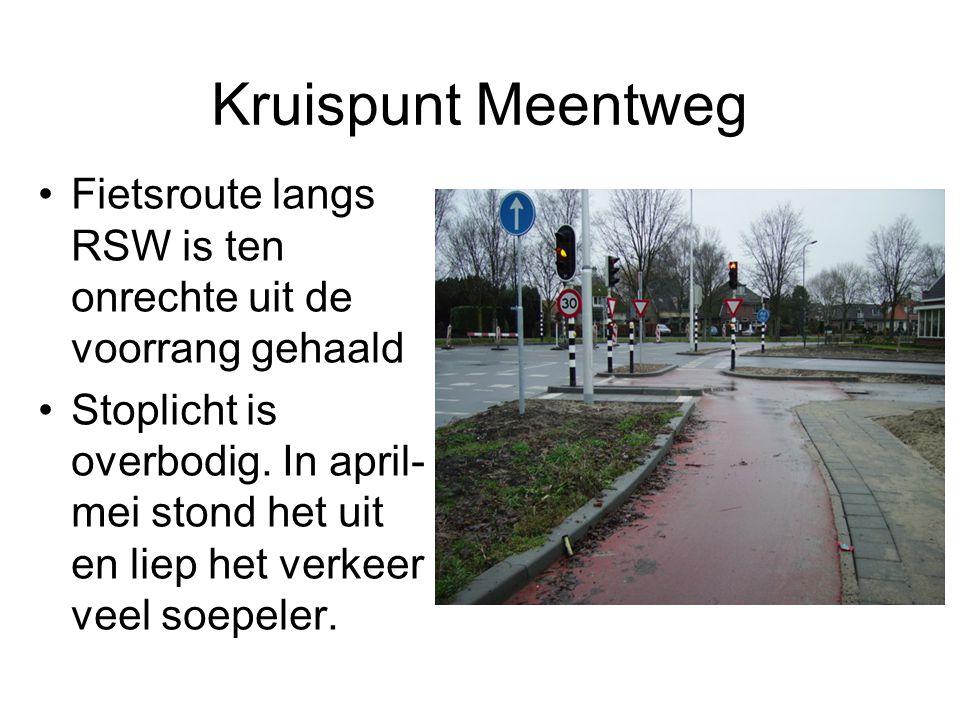 Kruispunt Meentweg Fietsroute langs RSW is ten onrechte uit de voorrang gehaald Stoplicht is overbodig. In april- mei stond het uit en liep het verkee