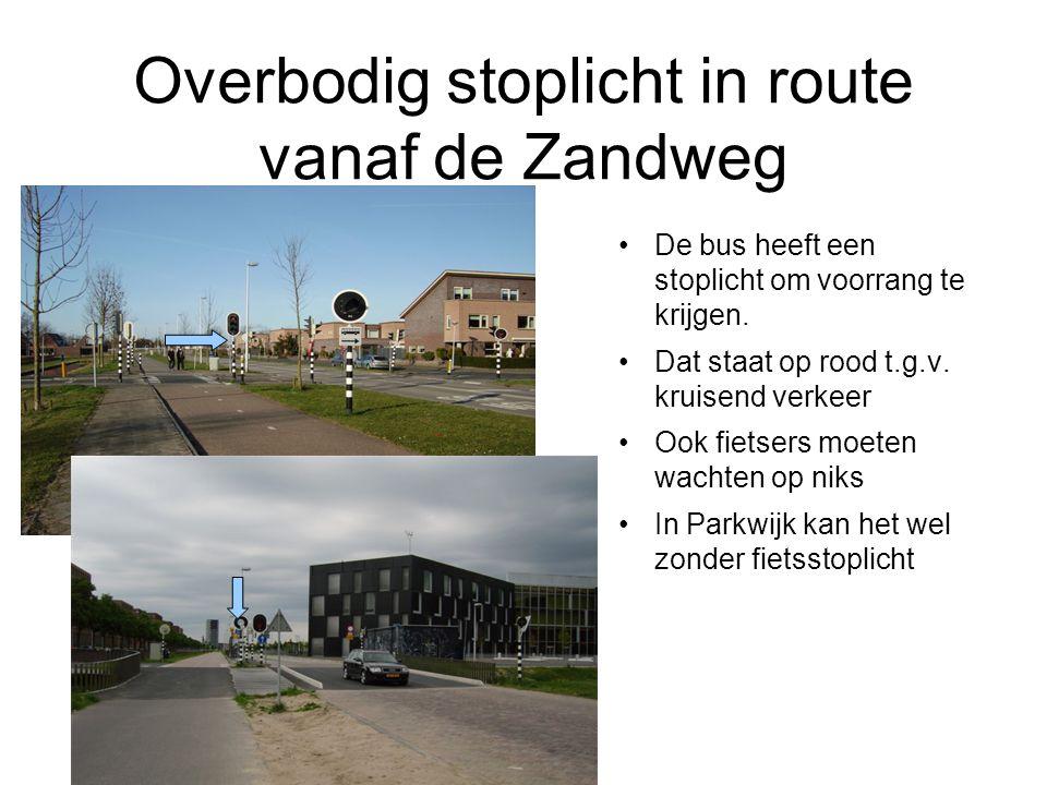 Overbodig stoplicht in route vanaf de Zandweg De bus heeft een stoplicht om voorrang te krijgen. Dat staat op rood t.g.v. kruisend verkeer Ook fietser