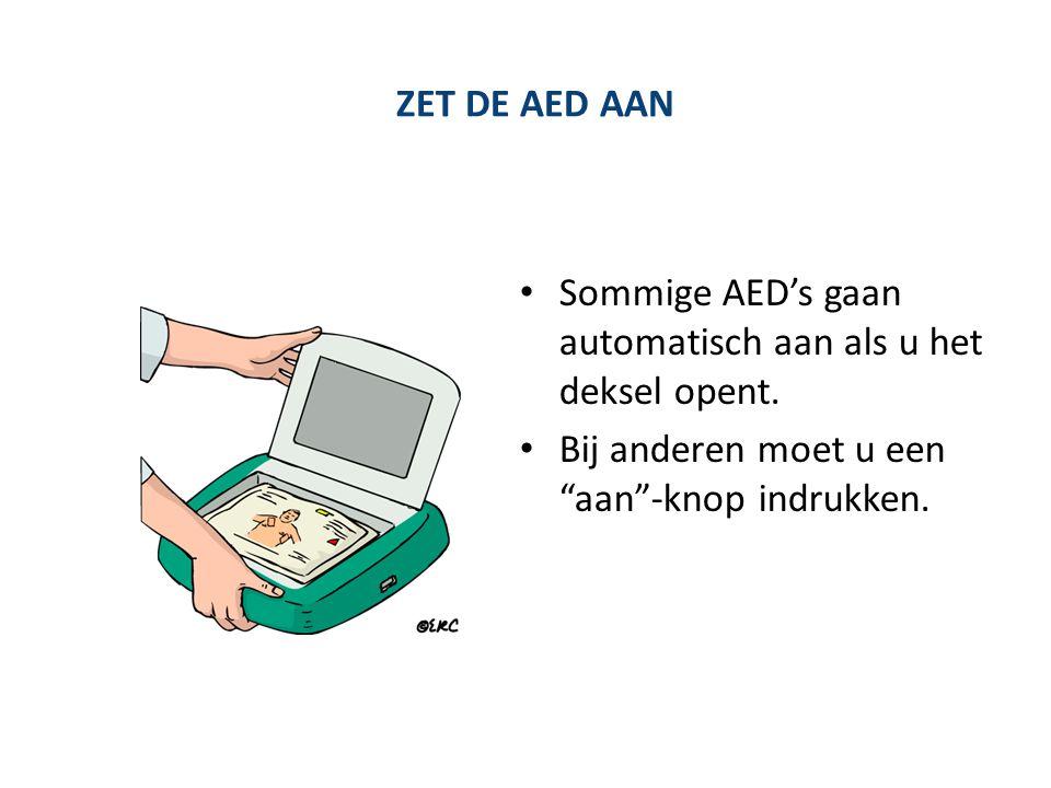 """ZET DE AED AAN Sommige AED's gaan automatisch aan als u het deksel opent. Bij anderen moet u een """"aan""""-knop indrukken."""
