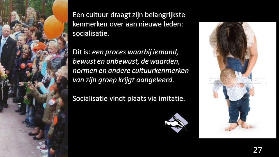 Een cultuur draagt zijn belangrijkste kenmerken over aan nieuwe leden: socialisatie. Dit is: een proces waarbij iemand, bewust en onbewust, de waarden