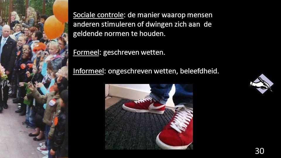 Sociale controle: de manier waarop mensen anderen stimuleren of dwingen zich aan de geldende normen te houden. Formeel: geschreven wetten. Informeel: