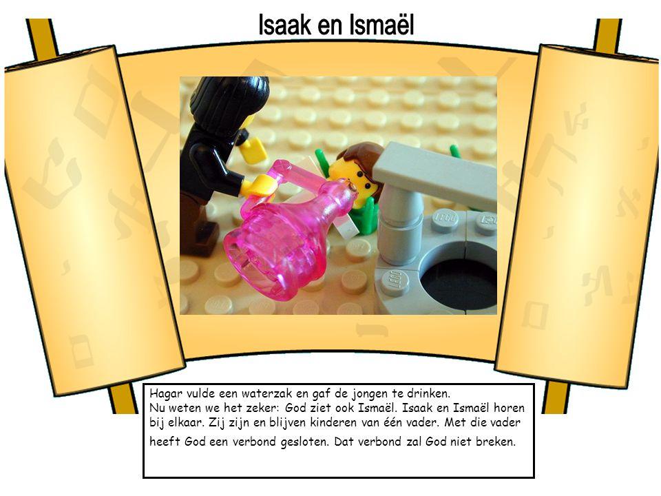 Hagar vulde een waterzak en gaf de jongen te drinken. Nu weten we het zeker: God ziet ook Ismaël. Isaak en Ismaël horen bij elkaar. Zij zijn en blijve