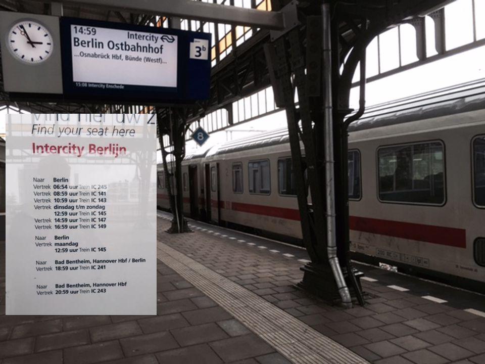 Op bezoek bij… Tekst en Foto's Leo Waterman Peter Smit Enschede station – circa 1865 Hoe lang ben je al met (model) spoor bezig.