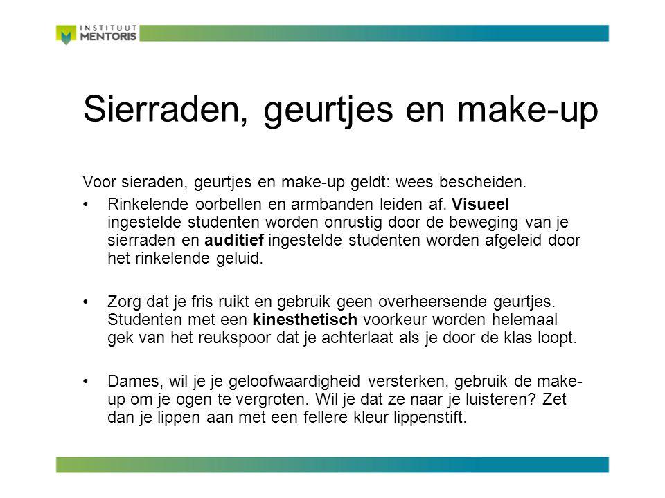 Sierraden, geurtjes en make-up Voor sieraden, geurtjes en make-up geldt: wees bescheiden.