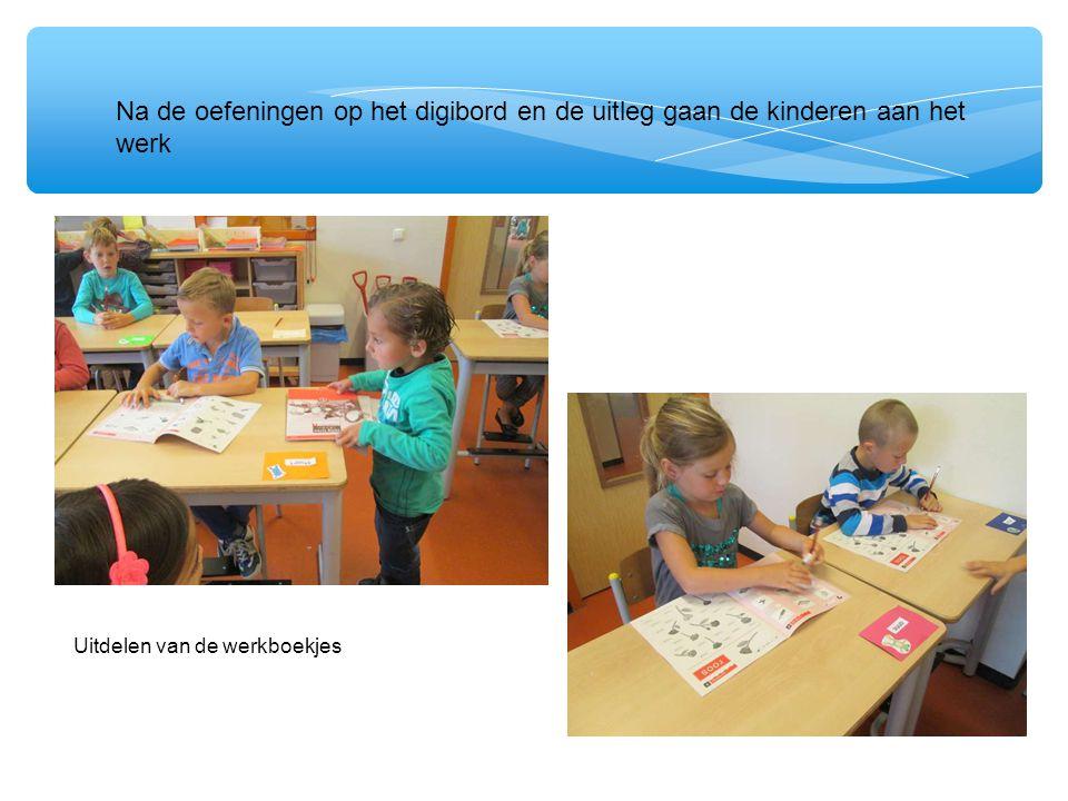 deNa de uit Na de oefeningen op het digibord en de uitleg gaan de kinderen aan het werk Uitdelen van de werkboekjes