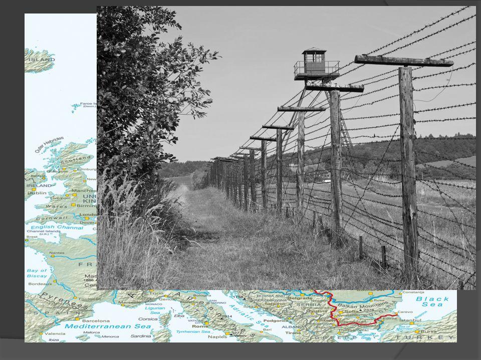 Problemen voormalige kolonies Economisch afhankelijk van het Westen Overbevolking Gebrekkige infrastructuur Lage grondstofprijzen Onbekwaam bestuur Erfenis van koloniale grenzen