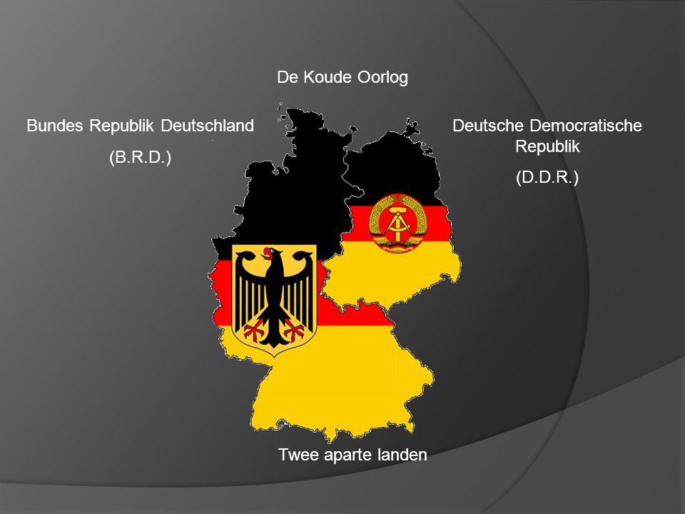 De Koude Oorlog Twee aparte landen Bundes Republik Deutschland (B.R.D.) Deutsche Democratische Republik (D.D.R.) Invloedssfeer U.S -Kapitalistisch -Democratisch -Productiemiddelen van particulieren -Inkomen afhankelijk van opleiding, geluk, inzet -Vrijemarkteconomie met vraag en aanbod -Lid van de NAVO Invloedssfeer S.U.