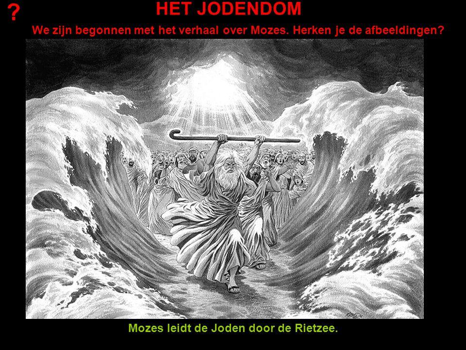 HET JODENDOM We zijn begonnen met het verhaal over Mozes. Herken je de afbeeldingen? ? Mozes leidt de Joden door de Rietzee.