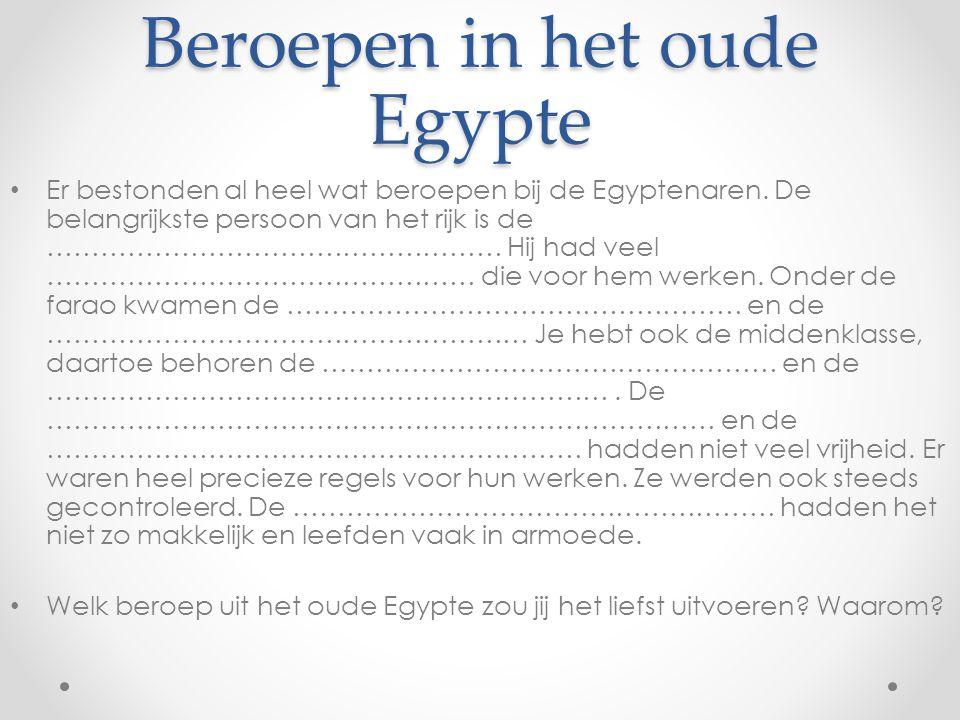 Beroepen in het oude Egypte Er bestonden al heel wat beroepen bij de Egyptenaren. De belangrijkste persoon van het rijk is de …………………………………………… Hij ha