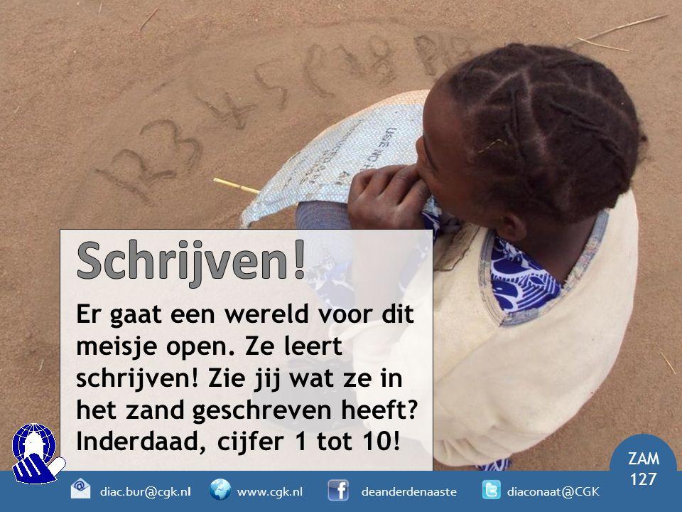 Er gaat een wereld voor dit meisje open. Ze leert schrijven! Zie jij wat ze in het zand geschreven heeft? Inderdaad, cijfer 1 tot 10! ZAM 127 diac.bur