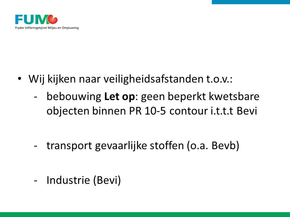 Wij kijken naar veiligheidsafstanden t.o.v.: -bebouwing Let op: geen beperkt kwetsbare objecten binnen PR 10-5 contour i.t.t.t Bevi -transport gevaarlijke stoffen (o.a.