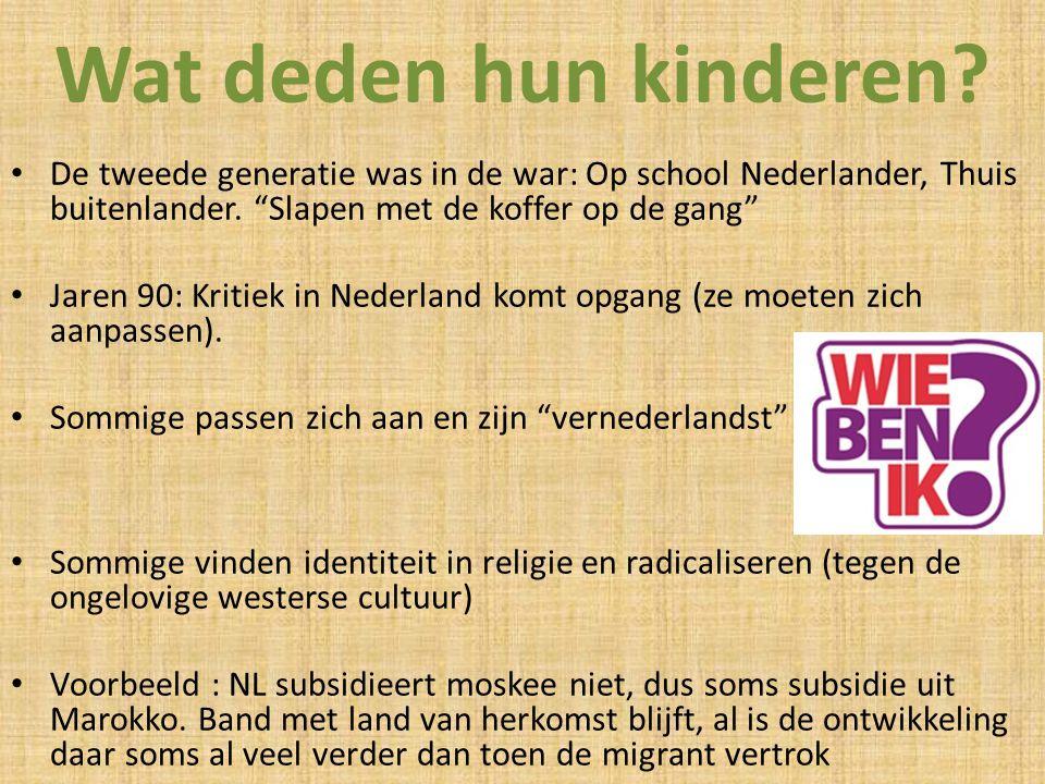 """Wat deden hun kinderen? De tweede generatie was in de war: Op school Nederlander, Thuis buitenlander. """"Slapen met de koffer op de gang"""" Jaren 90: Krit"""