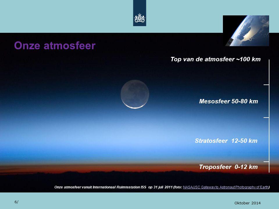 Zonlicht in onze atmosfeer 27/ Oktober 2014 Zonnestraling wordt gereflecteerd geabsorbeerd verstrooid aan gassen en deeltjes in onze atmosfeer het aardoppervlak 250 500 750 1000 1250 1500 2.5 2.0 1.5 1.0 0.5 0 golflengte [nm] spectrale irradiantie [W/m 2 /nm] Wereldkaart troposferisch NO2, 2005-2012 (OMI) Zonnestraling als functie van de golflengte (boven), visueel deel van het spectrum (onder)