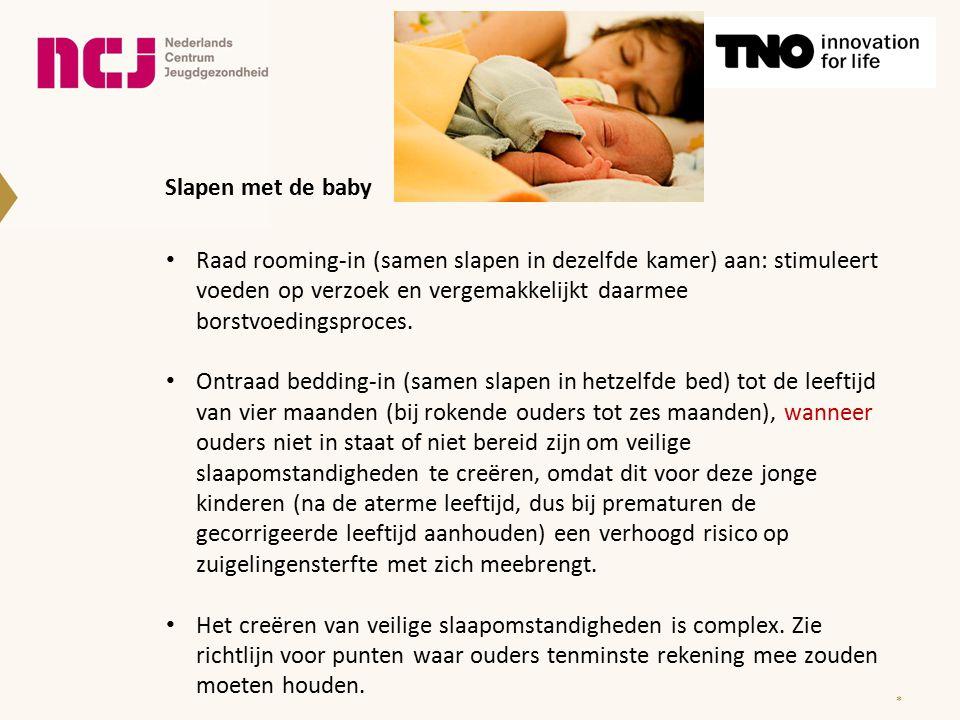 Slapen met de baby Raad rooming-in (samen slapen in dezelfde kamer) aan: stimuleert voeden op verzoek en vergemakkelijkt daarmee borstvoedingsproces.
