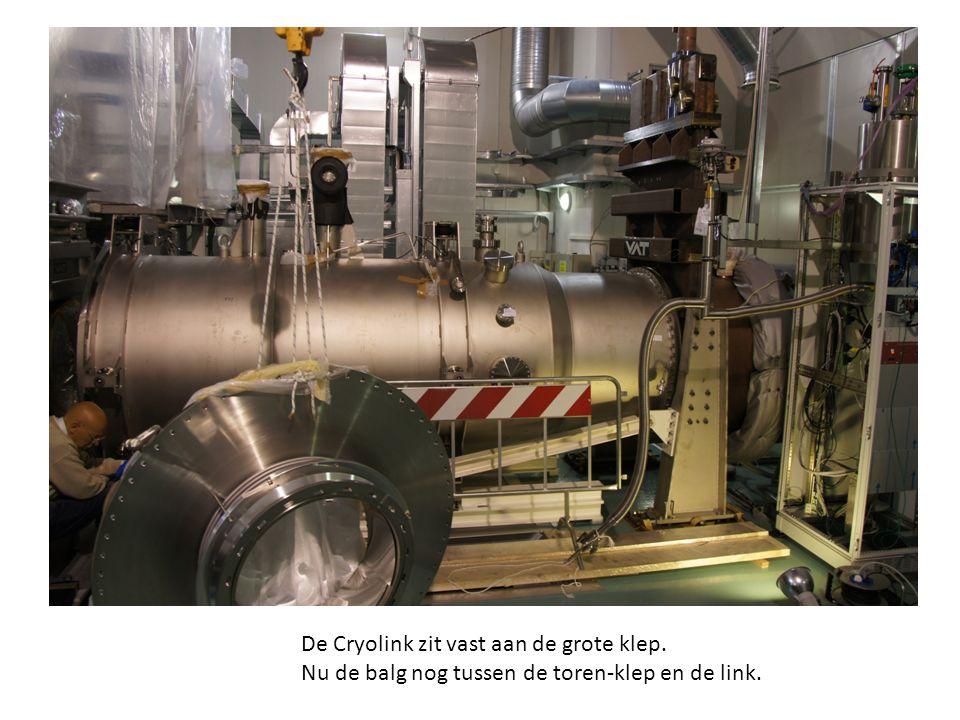 De Cryolink zit vast aan de grote klep. Nu de balg nog tussen de toren-klep en de link.