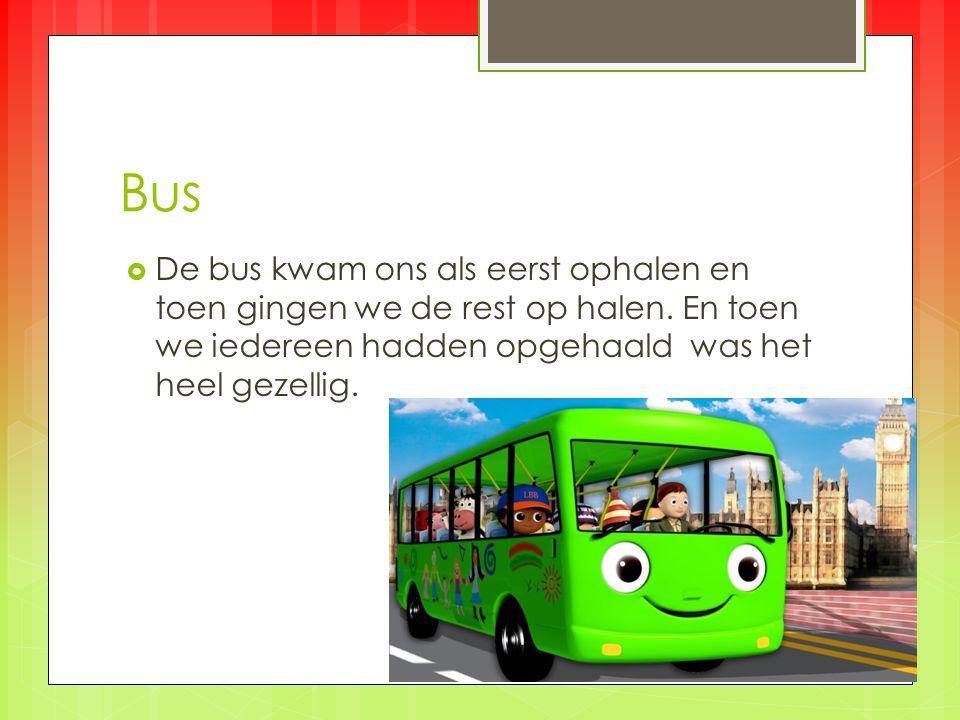 in de bus  we zaten met ze allen in de bus en hebben we gezongen en de bus chauffeur heeft ons groepje voor groepje afgezet.