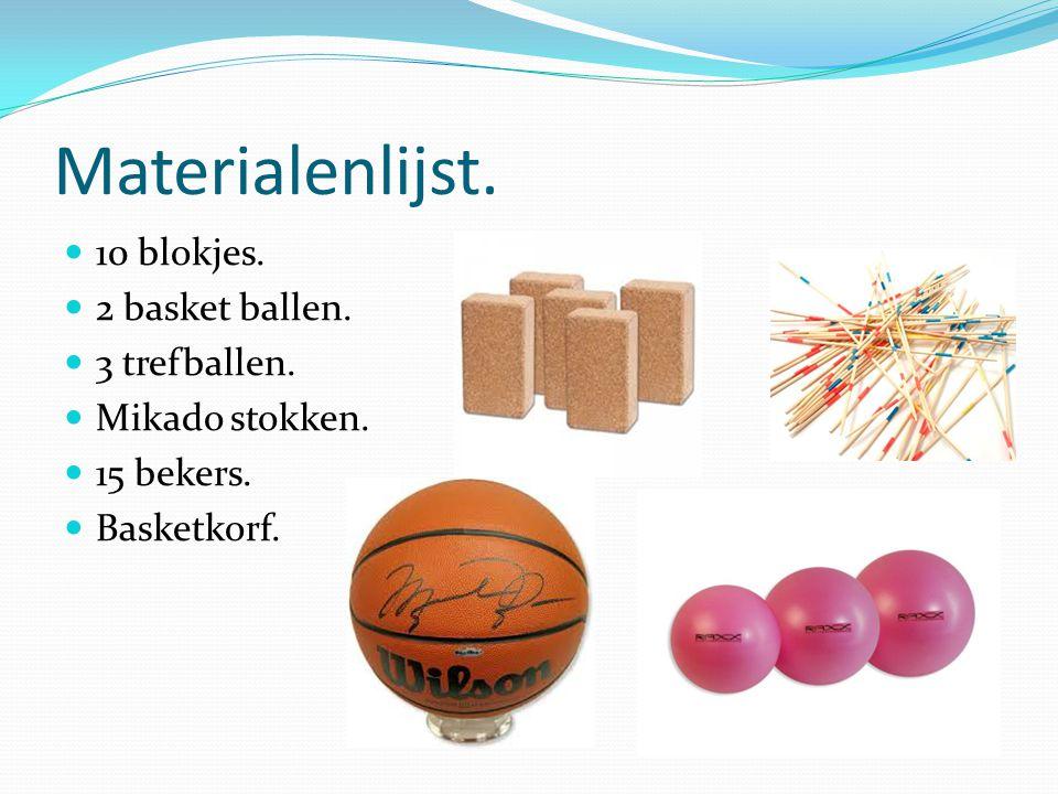 Materialenlijst. 10 blokjes. 2 basket ballen. 3 trefballen. Mikado stokken. 15 bekers. Basketkorf.