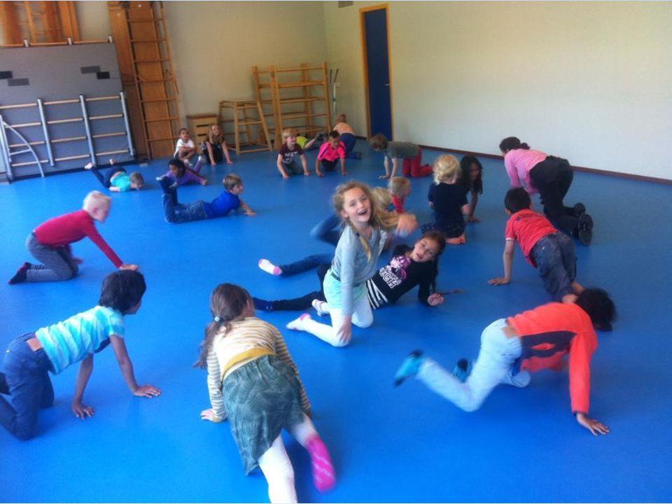 Dansles van juf Saskia: dansen op muziek als een element.