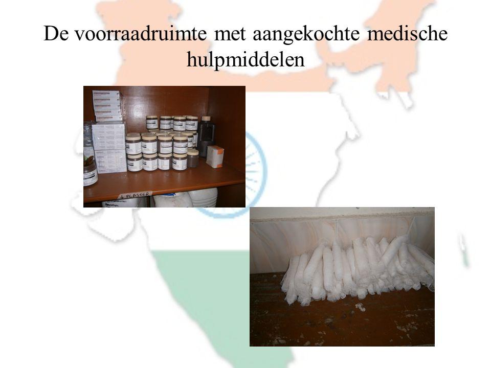 De voorraadruimte met aangekochte medische hulpmiddelen