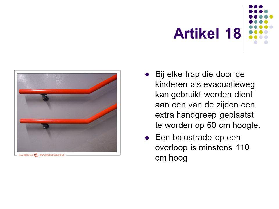 Artikel 18 Bij elke trap die door de kinderen als evacuatieweg kan gebruikt worden dient aan een van de zijden een extra handgreep geplaatst te worden