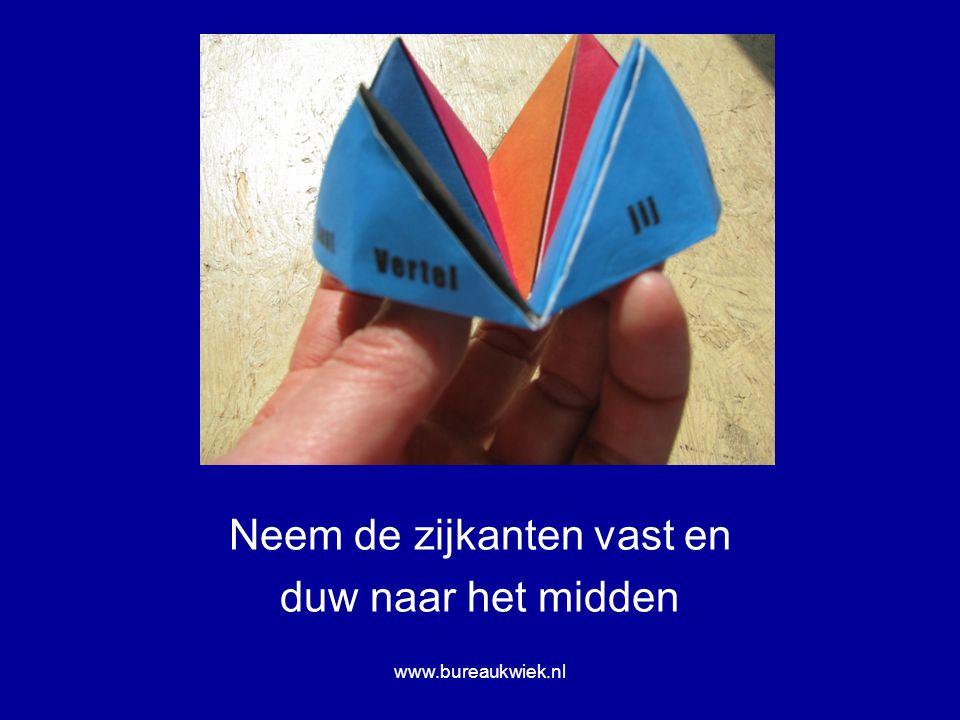 Neem de zijkanten vast en duw naar het midden www.bureaukwiek.nl