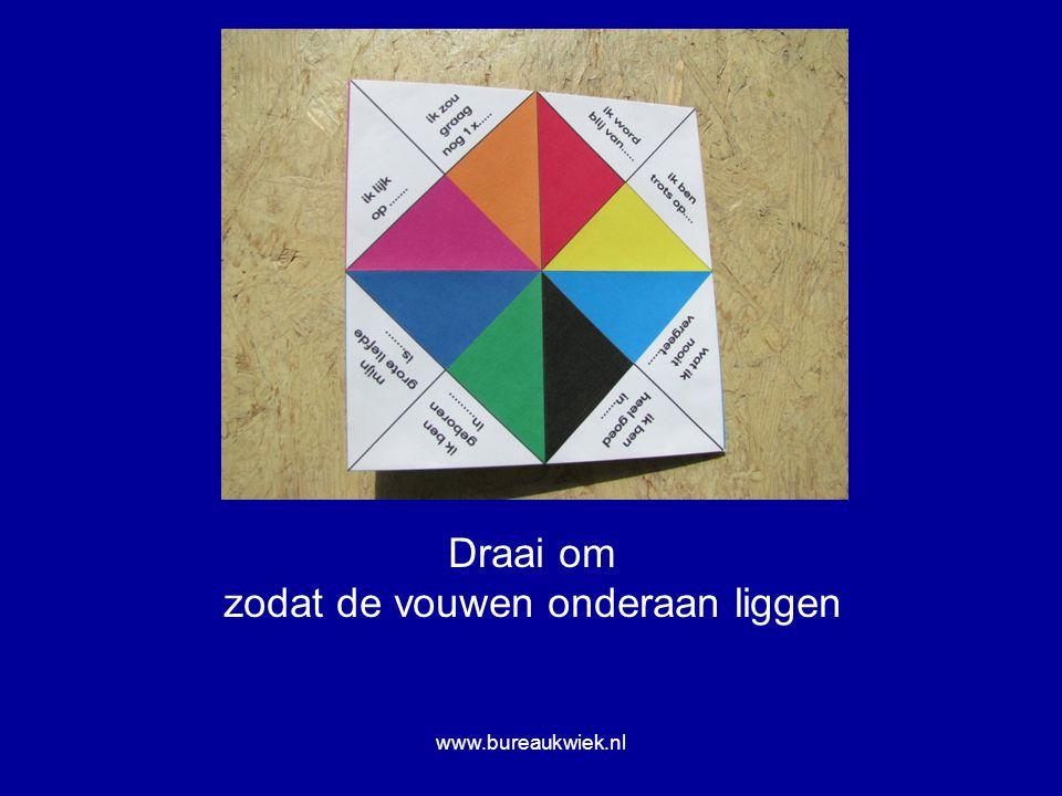 Draai om zodat de vouwen onderaan liggen www.bureaukwiek.nl