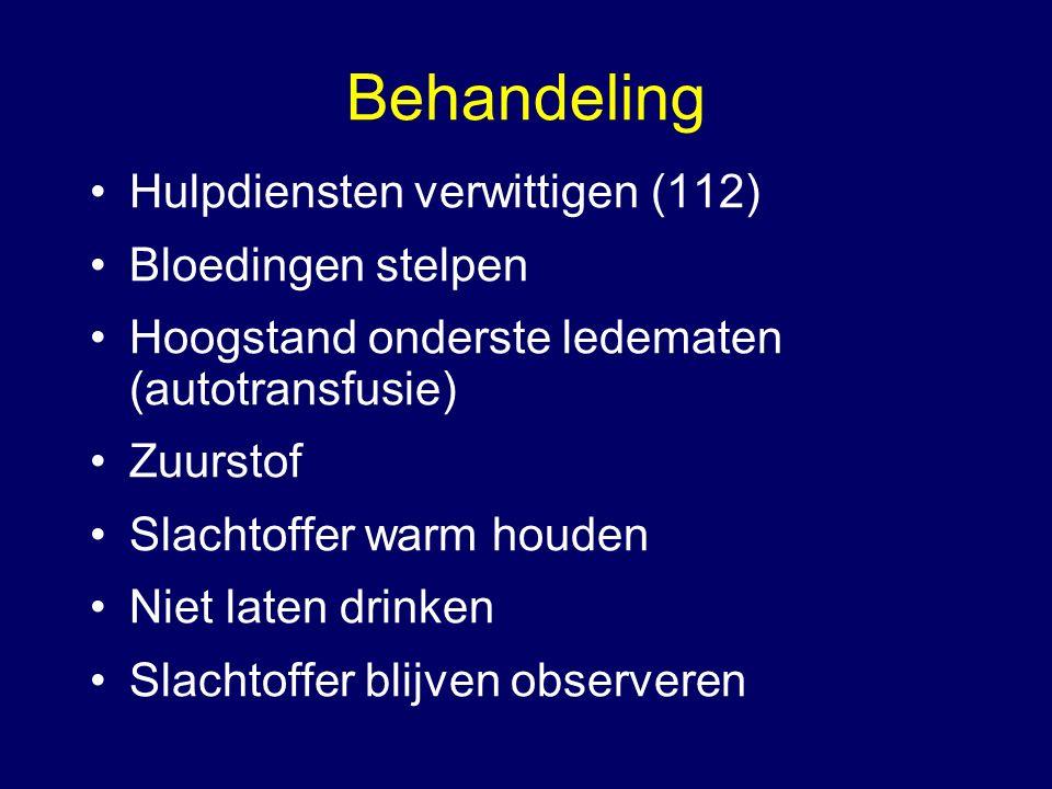 Behandeling Hulpdiensten verwittigen (112) Bloedingen stelpen Hoogstand onderste ledematen (autotransfusie) Zuurstof Slachtoffer warm houden Niet late