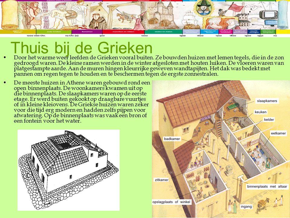 Door het warme weer leefden de Grieken vooral buiten. Ze bouwden huizen met lemen tegels, die in de zon gedroogd waren. De kleine ramen werden in de w