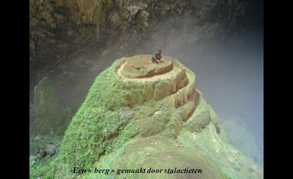 De Ken « grot », kijkt als twee occulte ogen