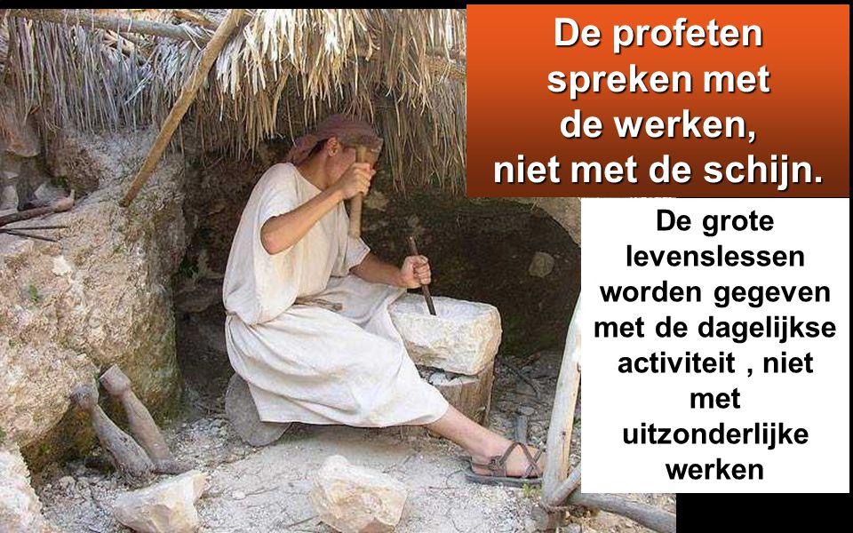 Maar Jezus sprak tot hen: Een profeet wordt overal geëerd behalve in zijn eigen stad, bij zijn verwanten en in zijn eigen kring.